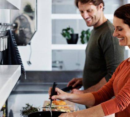 Due coniugi felici della propria abitazione
